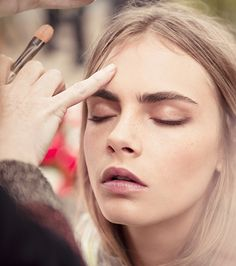 English Roses British model Cara Delevingne showcases the dewy English Rose look from Burberry Beauty on the set of the Body Tender campaign - Makeup Inspo, Makeup Inspiration, Beauty Makeup, Face Makeup, Hair Beauty, Makeup Stuff, Fast Fashion, Best Eyebrow Products, English Roses