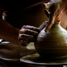 Photo Old prefession by Alessandro Donati on Ceramic Pottery, Pottery Art, The Potter's Hand, Pottery Videos, Pottery Sculpture, Pottery Wheel, Hand Art, Pottery Making, My New Room