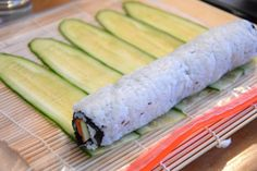 Großes Sushi-Special 2019 Sushi Gurke Uramaki The post Großes Sushi-Special 2019 appeared first on Lunch Diy. Sushi Restaurants, Rice Recipes, Asian Recipes, Ethnic Recipes, Sushi Bowl, Food Staples, Meatloaf Recipes, Smoothie Recipes, Food And Drink