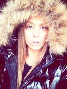 Fur hood (furhoods) Tags: fur hood down puffer winter coat jacket shiny Down Suit, Hooded Winter Coat, Down Puffer Coat, Elegantes Outfit, Puffy Jacket, World Best Photos, Fur Collars, Fashion Beauty, Jackets For Women