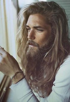 Check Out 20 Classy Long Hairstyles For Men. Long hair might be the toughest men's hairstyle to pull off. Check out these pictures of up and coming models for 20 classy long hairstyles for men. Hipster Bart, Hair And Beard Styles, Hair Styles, Long Beards, Long Hair Cuts, Long Hair With Beard, Man With Long Hair, Haircuts For Men, Men's Long Haircuts