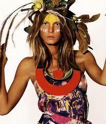 hojas secas, un nuevo accesorio para el cabello xd jajaja, igual se ve genial.