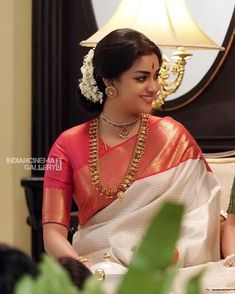 Old is gold- Timeless antique sarees styles to look out for! Saris, South Indian Wedding Hairstyles, Indian Beauty Saree, Indian Sarees, White Saree, Saree Trends, Stylish Sarees, Saree Look, Elegant Saree