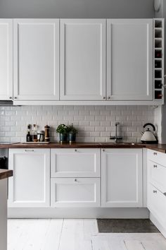 〚 Swedish apartment with old stove and warm details 〛 ◾ Photos ◾Ideas◾ Design - Kitchen design Interior Design Ikea, Brick Interior, Apartment Interior Design, Modern Interior Design, Apartment Ideas, Monochrome Interior, Cheap Apartment, Luxury Interior, Apartment Kitchen