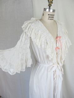 1900s White Cotton and Lace Night Gown Dressing Gown.