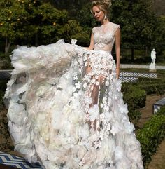 @_SleauxMeaux : RT @womedy: bride goals #fashionweek #fashionblogger #women #blogger #fashionista #blog #dubai #nightlife #hot #dress #fashion https://t.co/h7h68Bl00g