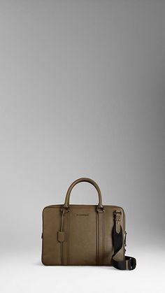 http://fr.burberry.com/store/mens-accessories/bags/business-bags/prod-38585581-london-leather-crossbody-briefcase/