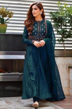 Pakistani Fashion Casual, Pakistani Dresses Casual, Indian Fashion Dresses, Dress Indian Style, Pakistani Dress Design, Indian Designer Outfits, Indian Outfits, Pakistani Frocks, Frock Fashion
