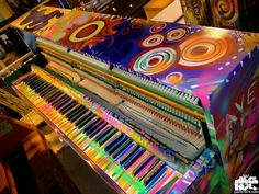 #coldplay #piano When I saw them in concert a few years ago I was amazed by how beautiful they painted Chris Martin's piano!