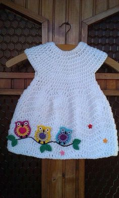 "Ana da Silva [ ""No pattern, looks like chevron chic baby dress w owl motif simil… – Stricken sie Baby Kleidung Baby Girl Crochet, Crochet Baby Clothes, Crochet For Kids, Crochet Dresses, Knit Dress, Crochet Children, Owl Dress, Crochet Crafts, Crochet Projects"
