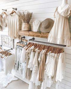 Clothing Boutique Interior, Boutique Interior Design, Boutique Decor, Boho Boutique, Boutique Ideas, Boutique Store Displays, Clothing Displays, Vetement Fashion, Retail Store Design