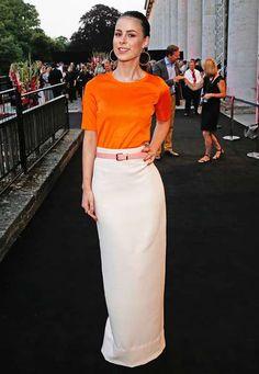 """""""So in love..."""" Bei den New Faces Award Fashion 2015 in Münschen strahlte Lena Meyer-Landrut in Orange und Weiß."""