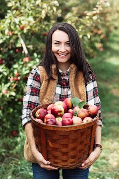 My friends and I went apple picking with our dogs last week to celebrate the beginning of fall! Apple Orchard Photography, Autumn Photography, Apple Picking Outfit, Apple Picture, Apple Season, Fall Season, Apple Farm, Apple Harvest, Autumn Harvest