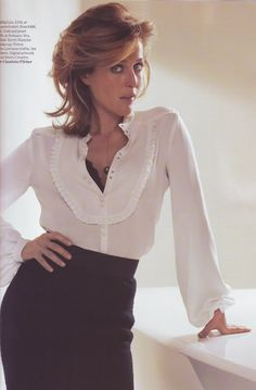 gillian-anderson looking very hot and gorgeous. - The best Gillian Anderson Images, Pictures, Photos, Icons and Wallpapers on RavePad! Dana Scully, Hottest Female Celebrities, Celebs, X Files, Manequin, Beautiful People, Beautiful Women, Illinois, Rolodex