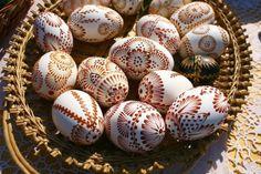 Pisanki - die verzierten Ostereier in Polen - Upcycled Vintage, Vintage Items, Polish Easter, Egg Shell Art, Easter Egg Pattern, Easter Egg Designs, Egg Art, Ancient Symbols, Egg Decorating