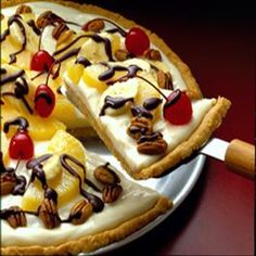 Banana Split Dessert Pizza Ingredients Crisco® Original No-Stick Cooking Spray 1 oz.) can Eagle Brand® Sweetened Condensed Milk cup sour cream 6 tablespoons lemon juice, divided 1 teaspoon vanilla extract cup butter, Just Desserts, Delicious Desserts, Dessert Recipes, Yummy Food, Mini Desserts, Cheesecakes, Yummy Treats, Sweet Treats, Granola