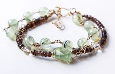 Beaded gemstones and crystals bracelet in gold. Gold Beads, Gemstone Beads, Beautiful Earrings, Beautiful Necklaces, Gold Color Combination, Rose Gold Heart Necklace, Family Necklace, Bar Earrings, Metal Necklaces