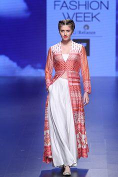 Anita Dongre at Lakmé Fashion Week summer/resort 2016 Fashion Week 2016, Lakme Fashion Week, India Fashion, Fashion Weeks, Fashion Outfits, Kurta Designs, Indian Fashion Trends, Latest Fashion Trends, Indian Wedding Outfits
