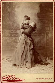 """Sarony NY Cabinet Card - """"Le embrace"""""""