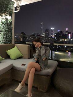 Korean Picture, Korean Girl Photo, Korean Girl Fashion, Korean Street Fashion, Best Photo Poses, Girl Photo Poses, Girl Photos, Pretty Korean Girls, Cute Korean Girl