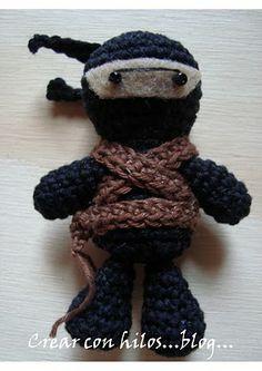The only free ninja amigurumi pattern I could find... pero no es en ingles, esta pattern es en espanol.