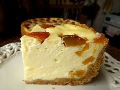 Sernik z gotowanym budyniem i morelami Składniki na masę serową • 1,5 kg mielonego sera białego (w wiadereczku miałam 1 kg i 400g serka homogenizowanego) • 3 budynie śmietankowe (każdy na ½ litra) • 600 ml mleka • 4 jajka (wzięłam 5, ale były raczej…