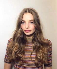 Lighten her hair up a bit and Kristine Froseth could be the perfect Celaena Sardothien / Aelin Galathynius from the Throne of Glass (ToG) series by Sarah J Maas Hair Lights, Light Hair, Woman Crush, Hair Dos, Hair Inspo, Girl Crushes, Her Hair, Beautiful People, Makeup Looks