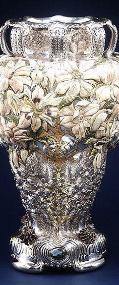 Concept Modeling For Metallic Sculpture : – Picture : – Description The Magnolia Vase, Tiffany & Co circa 1893 -Read More – Art Nouveau, Vintage Silver, Antique Silver, Vases, Bronze, Objet D'art, Belle Epoque, Metal Working, Magnolia