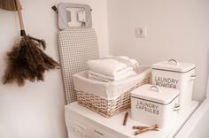 zona de lavandería Ideas, Table, Furniture, Home Decor, Rustic Style, Closed Doors, Organize, Quartos, House Decorations