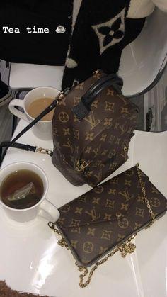 Vuitton Bag, Louis Vuitton Handbags, Purses And Handbags, Louis Vuitton Monogram, Applis Photo, Accessoires Iphone, Cute Purses, Cute Bags, Luxury Bags