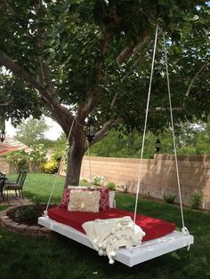 Image on The Owner-Builder Network http://theownerbuildernetwork.co/easy-diy-projects/diy-pallet-swing-bed/