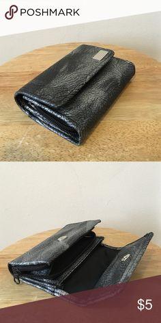 Grey/Metalic Wallet Grey/Metalic Wallet. Accessories Key & Card Holders