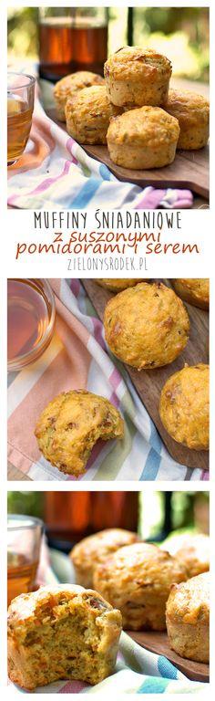 muffiny śniadaniowe z serem i suszonymi pomidorami z dodatkiem kaszy jaglanej. pożywne, idealne na śniadanie w biegu