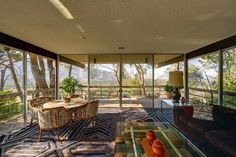 The sunlit living room in Steve McQueen's former Palm Springs home opens onto a… - https://www.luxury.guugles.com/the-sunlit-living-room-in-steve-mcqueens-former-palm-springs-home-opens-onto-a/