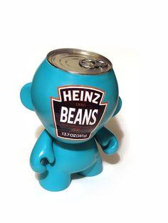 Custom d'un #Dunny Heinz Beans par Sket One ! #ArtToy #DesignerToy