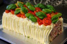 Kakkuviikarin vispailuja!: Voileipäkääretorttu