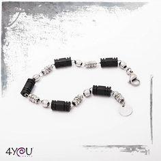 Grintoso, minimale e discreto.Il perfetto alleato dello stile quotidiano! E' Il bracciale da uomo della collezione #Fast! ======================================== #fashionboy #moda #model  #modaitaliana #modaitaly #jewelry #jewel #4youjewels #fashion #ita