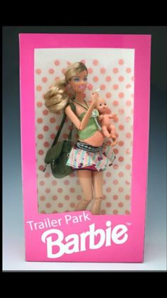 Trailer Park Barbie is not the best role model but she is still fun to play with. - Real Funny has the best funny pictures and videos in the Universe! Humor Barbie, Barbie Funny, Bad Barbie, Barbie And Ken, Girl Barbie, Barbie Mala, Barbie In Real Life, Pregnant Barbie, Trailer Park