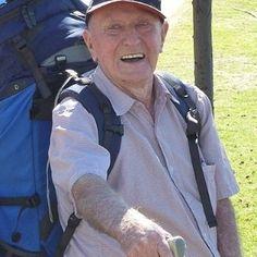 """Com 95 anos, """"mochileiro mais velho do mundo"""" começa viagem pela Europa - por UOL Viagem"""