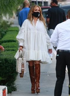 Tan Leather Boots, Black Leather Skirts, Jennifer Lopez Outfits, Hot Pink Sweater, Alex Rodriguez, Blue And White Dress, Spring Street Style, Celebrity Style, Style Inspiration