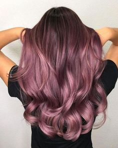 28 Trendy Lilac Hair Shades, Check more at hairsmo. - 28 Trendy Lilac Hair Shades, Check more at hairsmoothening. Red Ombre Hair, Hair Color Balayage, Haircolor, Pelo Color Borgoña, Hair Color For Morena, Hair Shades, Brown Hair Colors, Purple Brown Hair, Magenta Hair Colors