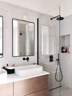 56 sensational small bathroom ideas on a budget 1 - Badezimmer - Bathroom Decor Apartment Bathroom Design, Bathroom Inspo, Modern Bathroom Design, Bathroom Styling, Bathroom Interior Design, Bathroom Inspiration, Master Bathroom, Diy Interior, Design Kitchen