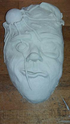 Mijn masker is af!! Hij is opgedroogd en gaat later in de oven dan alleen nog verven en dan klaar!!🎉