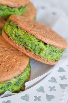 Sandwich biscotto con cime di rapa