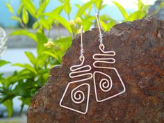 Simple silver wire earrings rectangular with a spiral by LaSolis, Handmade Jewelry, Unique Jewelry, Handmade Gifts, Wire Earrings, Spiral, Dog Tag Necklace, Gems, Christmas Ornaments, Trending Outfits