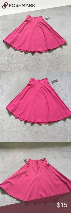 Adorable pink/purple pleated skirt New with tags! Pleated midi skirt. Super soft stretchy material. Size large. Zipper closure in back. Price is negotiable - make an offer! 🌺 Trende Skirts Midi