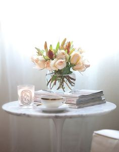 Saarinen tulip table, fresh flowers, magazines, Diptyque candle, reading nook: Tulip Table, Rose, Side Tables, Flowers Teas, Diptyqu Candles, Reading Nooks, Simple Flowers, Fresh Flowers, Diptiqu Candles