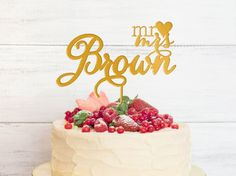 Wedding Cake Topper Mr&Mrs Gold Acrylic 6 in Personalized with YOUR Last Name von MixArtShop auf Etsy https://www.etsy.com/de/listing/228941721/wedding-cake-topper-mrmrs-gold-acrylic-6