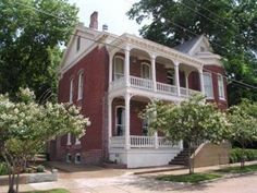 Vicksburg (MS) Baer House Inn Bed And Breakfast United States, North America Baer House Inn Bed And Breakfast is conveniently located in the popular Vicksburg area. The hotel offers a high standard of service and amenities to suit the individual needs of all travelers. Service-minded staff will welcome and guide you at the Baer House Inn Bed And Breakfast. Each guestroom is elegantly furnished and equipped with handy amenities. The hotel offers various recreational opportuniti...