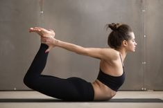 Practicing these yoga poses for correcting bad posture to strengthen your core and back muscles. This will help you improve your posture and stand taller. Yoga Poses For Back, Cool Yoga Poses, Better Posture, Bad Posture, Core Muscles, Back Muscles, Tight Quads, Faire Des Squats, Pranayama